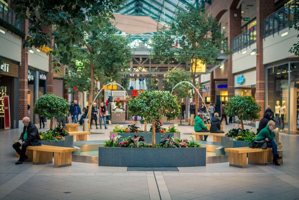 Lo shopping diventa una vera esperienza purificante con Fotosan nei centri commerciali