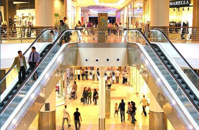I benefici di Fotosan per un centro commerciale, sempre al chiuso.